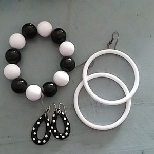 Jewelry - Retro style bracelet earrings black and white